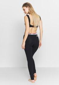 Moschino Underwear - LEGGINGS - Pantaloni del pigiama - black - 2