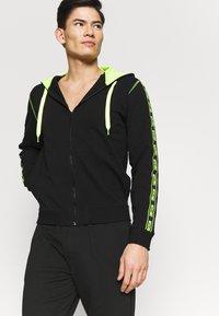 Moschino Underwear - FELPA - Pyžamový top - nero - 0