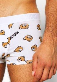 Moschino Underwear - PARIGAMBA - Boxerky - bianco - 3
