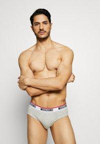 Moschino Underwear - BRIEF 3 PACK - Kalhotky - black/white/gray melange - 3
