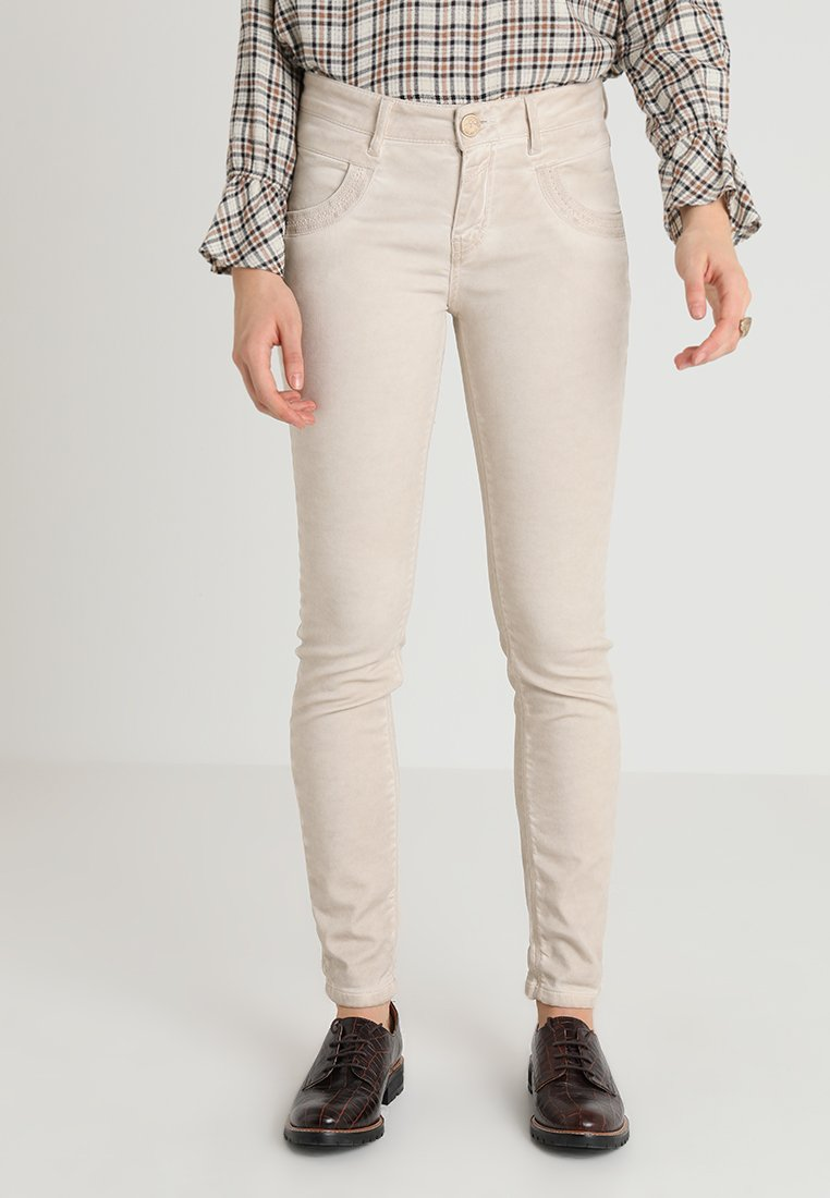 Mos Mosh - EMBROIDERY SOFT PANT - Stoffhose - beige