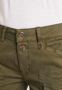 Mos Mosh - HURLEY DECO CARGO PANT - Spodnie materiałowe - army - 4