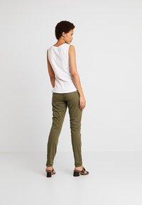 Mos Mosh - HURLEY DECO CARGO PANT - Spodnie materiałowe - army - 3