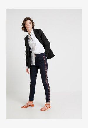 BLAKE MEKKO TAPE PANT - Pantaloni - dark blue