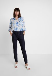 Mos Mosh - BLAKE NIGHT LONG PANT - Broek - navy - 1