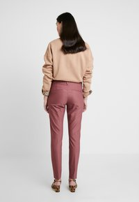 Mos Mosh - ABBEY NIGHT PANT SUSTAINABLE - Bukse - wild plum - 2