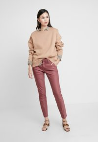 Mos Mosh - ABBEY NIGHT PANT SUSTAINABLE - Bukse - wild plum - 1