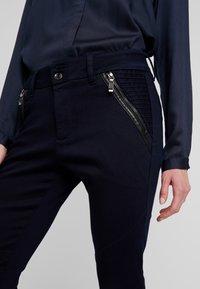 Mos Mosh - MILTON TUCK PANT - Kalhoty - dark blue - 3