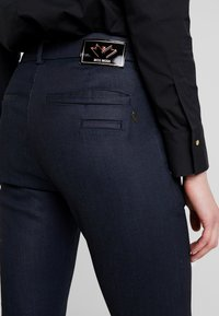 Mos Mosh - BLAKE GALLERY PANT - Skinny džíny - dark blue - 5