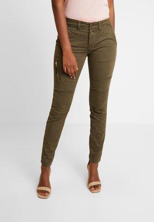 VALERINE KATY  - Spodnie materiałowe - green