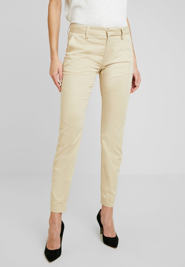 ABBEY COLE PANT - Bukse - safari