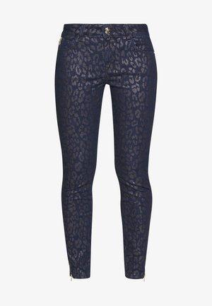 VICTORIA SIRINA PANT - Jeans slim fit - blue