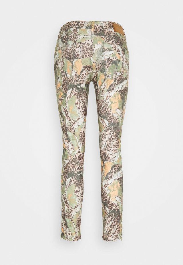 VICTORIA MAYA PANT - Spodnie materiałowe - oil green