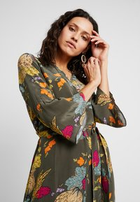 Mos Mosh - TULUM AVA DRESS - Maxi dress - grape/leaf - 4
