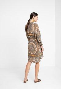 Mos Mosh - ELAINE SCARF DRESS - Skjortekjole - apricot - 2