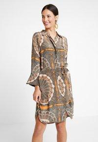 Mos Mosh - ELAINE SCARF DRESS - Skjortekjole - apricot - 0