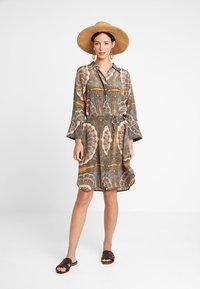 Mos Mosh - ELAINE SCARF DRESS - Skjortekjole - apricot - 1
