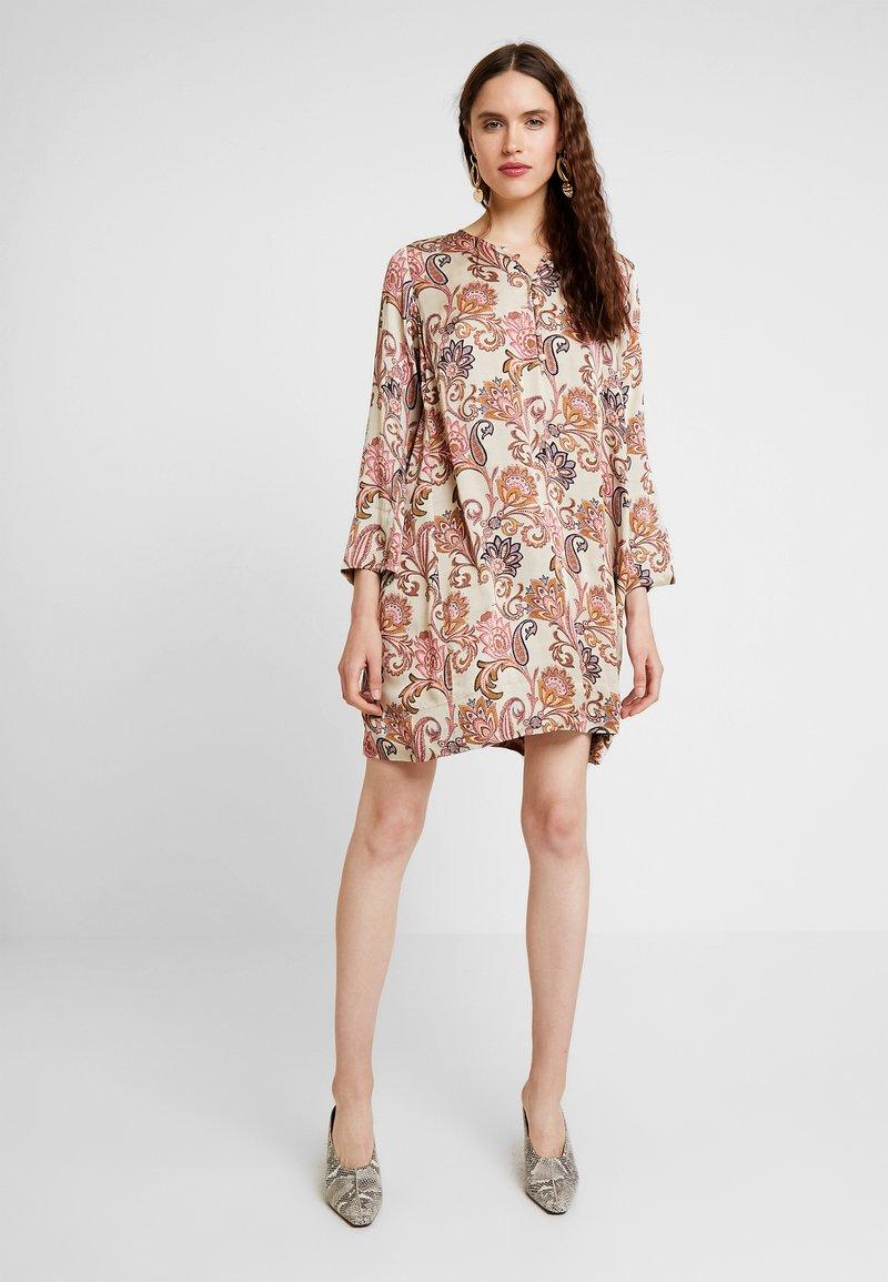 Mos Mosh - BRISA WEAVE DRESS - Skjortekjole - vintage rose