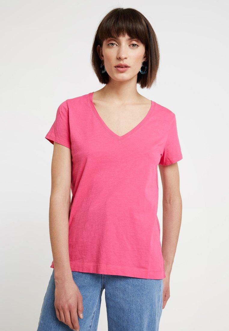 Mos Mosh - ARDEN V NECK TEE - T-shirt basique - raspberry sorbet