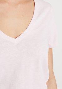 Mos Mosh - ARDEN V NECK TEE - T-shirts basic - soft rose - 5