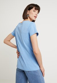 Mos Mosh - ARDEN V NECK TEE - T-shirt basic - allure blue - 2