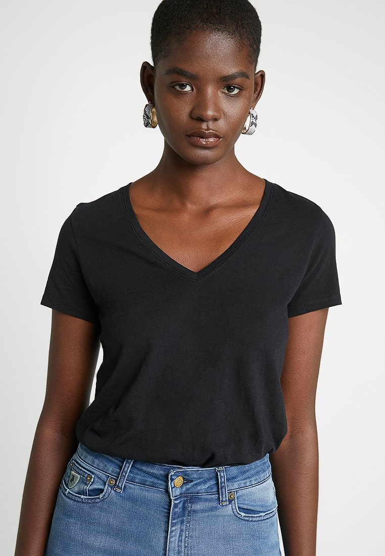 Mos Mosh - ARDEN V NECK TEE - Camiseta básica - black