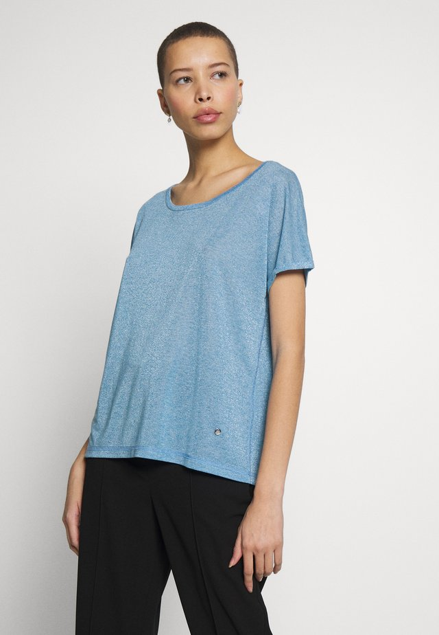 KAY TEE - T-shirt med print - light blue