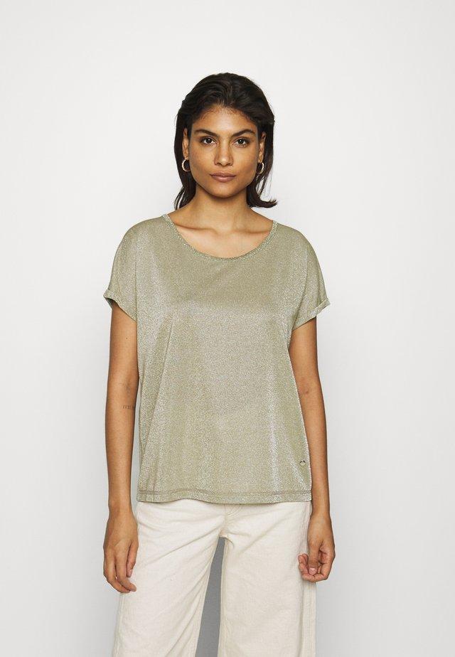 KAY TEE - T-shirt z nadrukiem - oil green