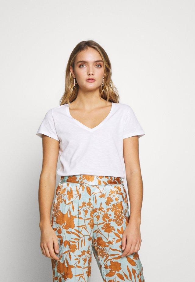 ARDEN V NECK TEE - T-shirt basic - white