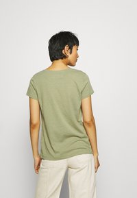 Mos Mosh - ARDEN V NECK TEE - Basic T-shirt - oil green - 2