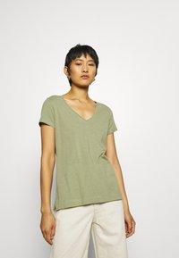 Mos Mosh - ARDEN V NECK TEE - Basic T-shirt - oil green - 0