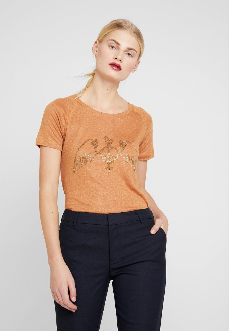 Mos Mosh - MAG TEE - Print T-shirt - bran