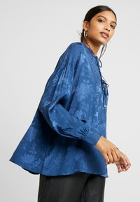 Mos Mosh - IRIS FLOWER BLOUSE - Blůza - dark blue - 4