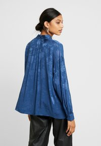 Mos Mosh - IRIS FLOWER BLOUSE - Blůza - dark blue - 2