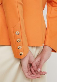Mos Mosh - BLAKE NIGHT SUSTAINABLE - Sportovní sako - apricot buff - 4