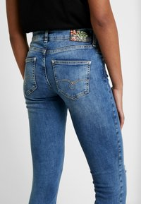 Mos Mosh - SUMNER VINTAGE ZIP - Jeansy Slim Fit - light blue denim - 5
