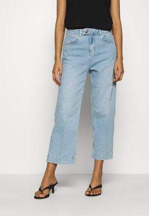 BAILEY SWIFT  - Flared Jeans - light blue