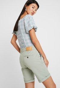 Mos Mosh - PERRY - Shorts - sage green - 3
