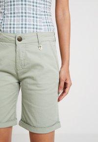 Mos Mosh - PERRY - Shorts - sage green - 5