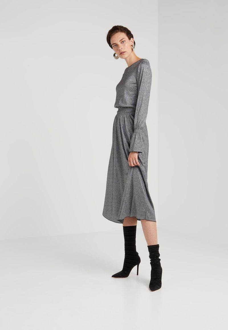 Mykke Hofmann - KIKI - Jumper dress - silver