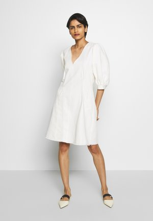 KENIA - Vestido informal - white denim