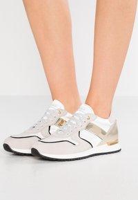 Noclaim - CAROL - Sneakers - beige/platino - 0