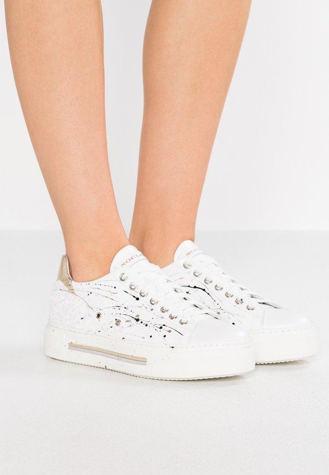 WELL - Sneakersy niskie - platino