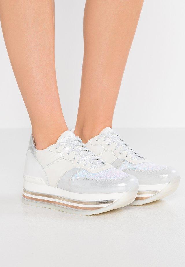 ISA - Sneakers - aurora
