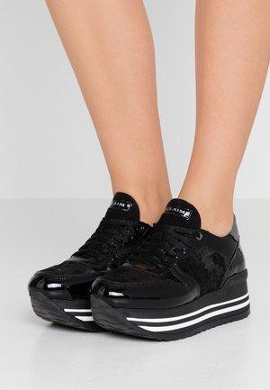 LIA  - Sneakers laag - nero