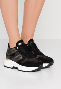 Noclaim - BETTY - Trainers - nero platino - 0