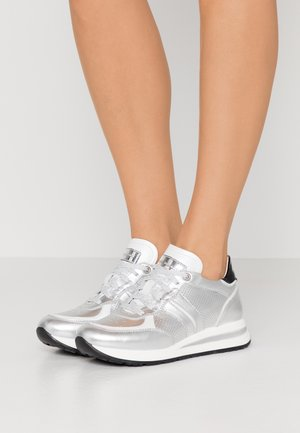 ADELE  - Sneaker low - argento