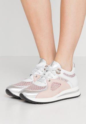 MINA - Sneakers laag - cipria
