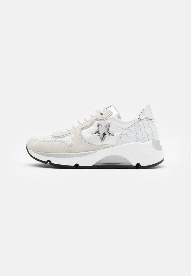 LOGAN  - Sneaker low - bianco