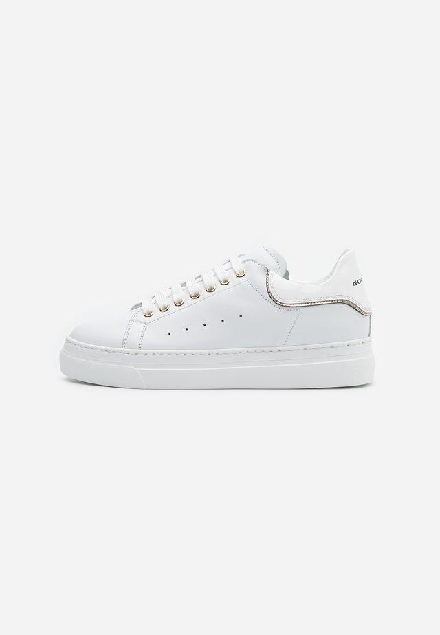 FRIDA - Sneaker low - bianco/platino